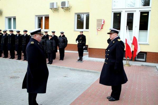 b68217fca7d57 ... użytkowania nową siedzibę Dowództwa 8. Flotylli Obrony Wybrzeża. W  ceremonii uczestniczyli m.in. dowódca Marynarki Wojennej admirał floty  Tomasz Mathea, ...